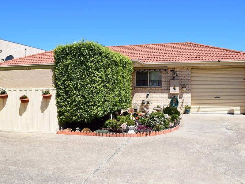 2/10 Roadknight Street, Lakes Entrance, Vic 3909
