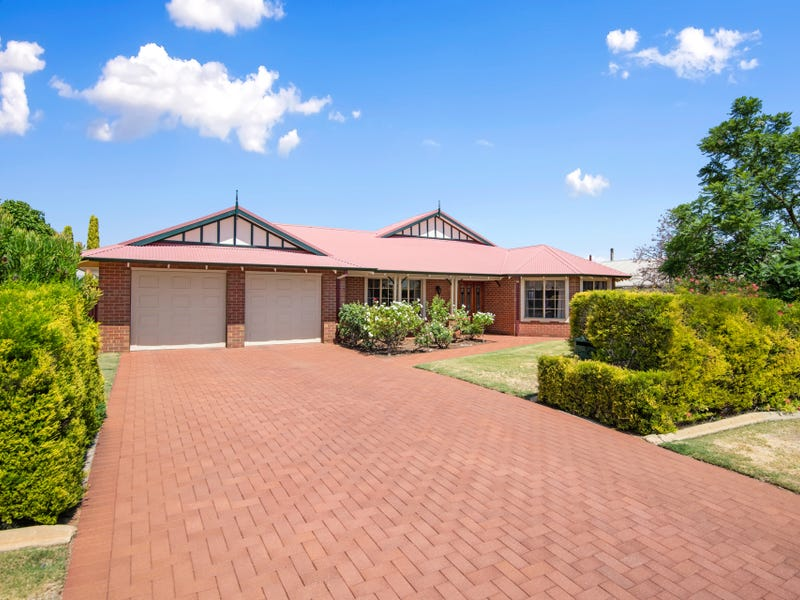 12 Riverina Way, Hannans, WA 6430