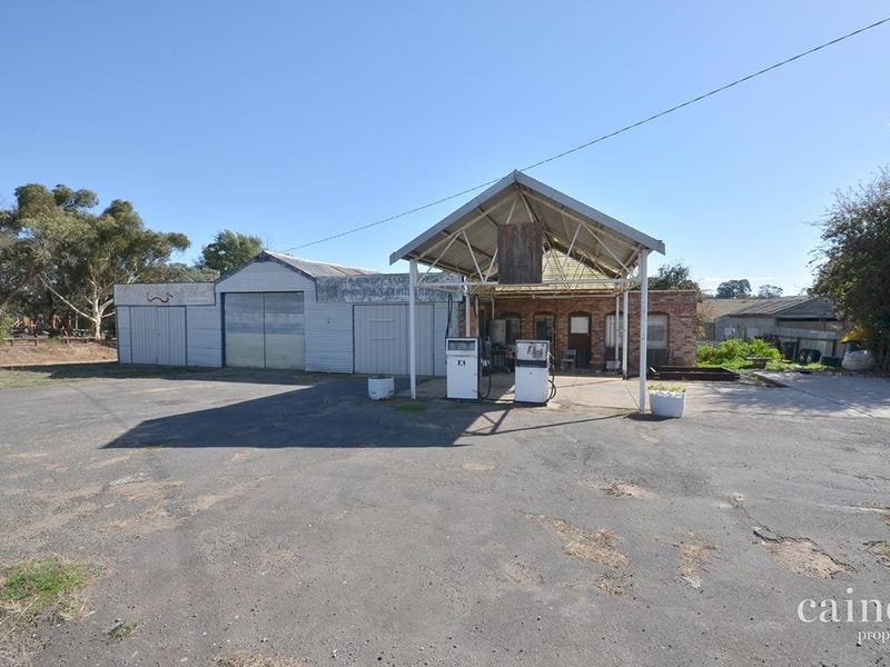 881 Linton-Carngham Road, Snake Valley, Vic 3351