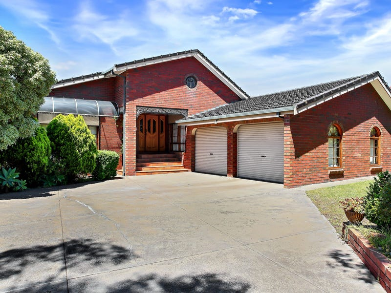 1 Fireball Court, Taylors Lakes, Vic 3038