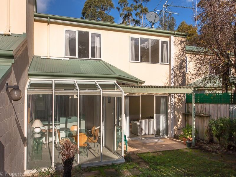 2/8a McRobies Road, South Hobart, Tas 7004