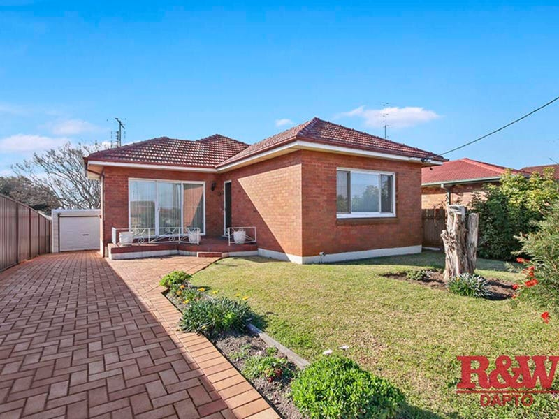 214 Flagstaff Road, Lake Heights, NSW 2502