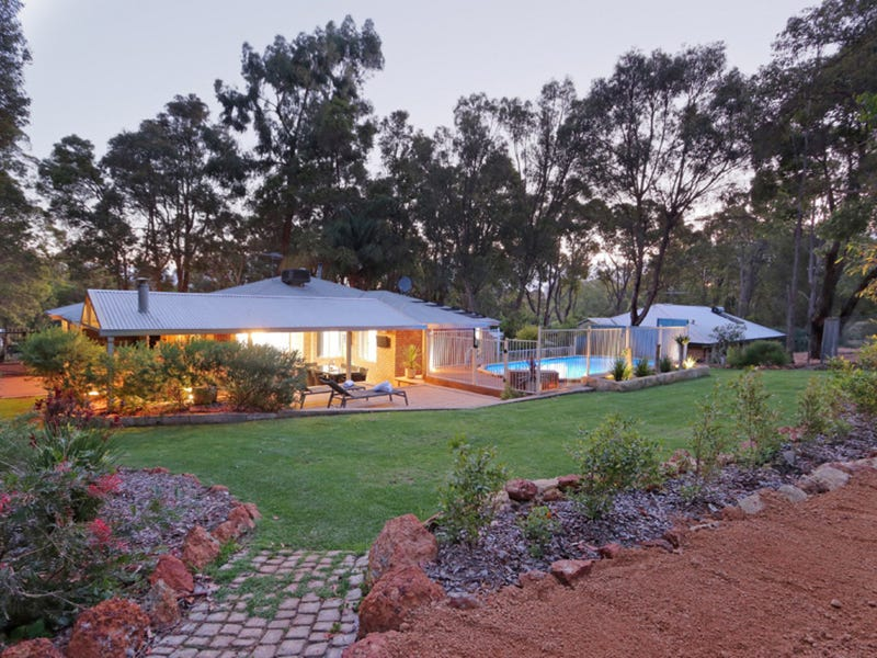 11 Barlow Street, Sawyers Valley, WA 6074
