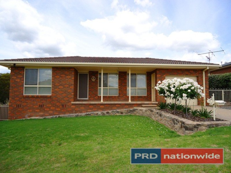 27 Lynch Street, Adelong, NSW 2729