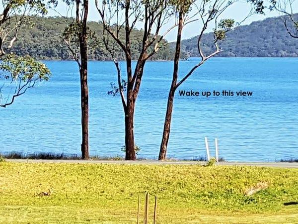 11 The Lakes Way, Tarbuck Bay, NSW 2428