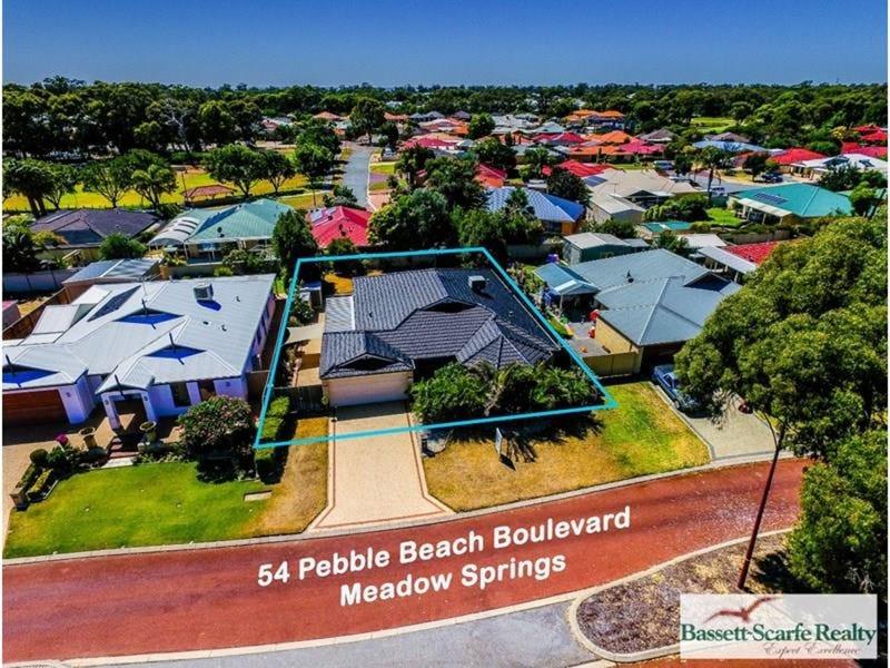 54 Pebble Beach Boulevard, Meadow Springs, WA 6210
