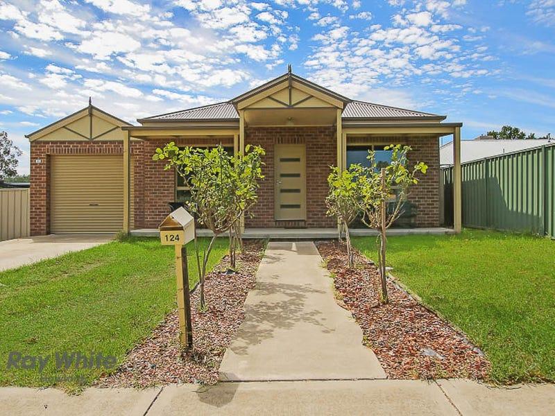 124 Sturt Street, Howlong, NSW 2643
