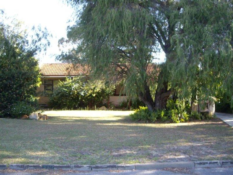 16 Rokeford Way, Morley, WA 6062