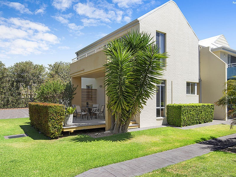 1/1A Myamba Parade, Surfside, NSW 2536