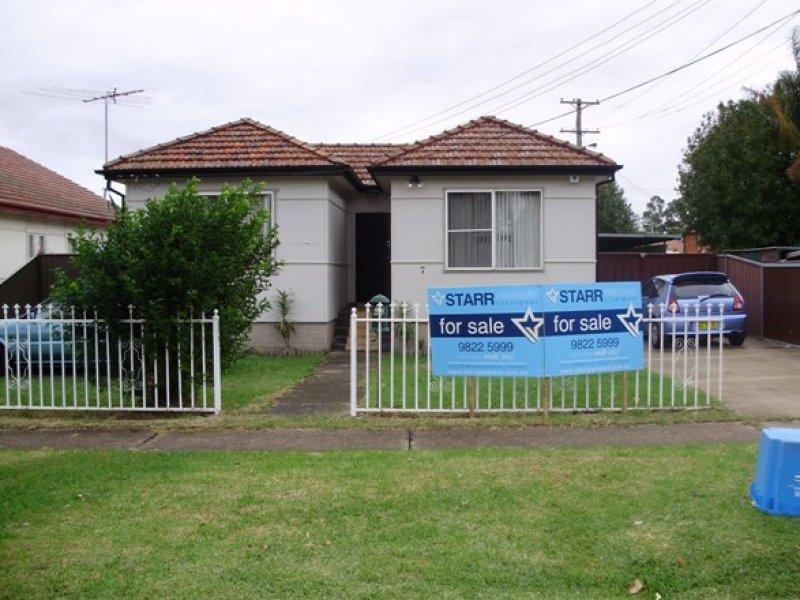 7 Bradshaw Ave, Moorebank, NSW 2170