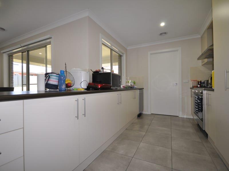 2 Phelps Court, Thurgoona, NSW 2640