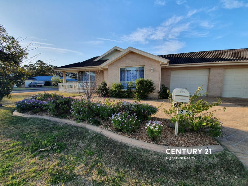 2/20 Freesia Crescent, Bomaderry, NSW 2541
