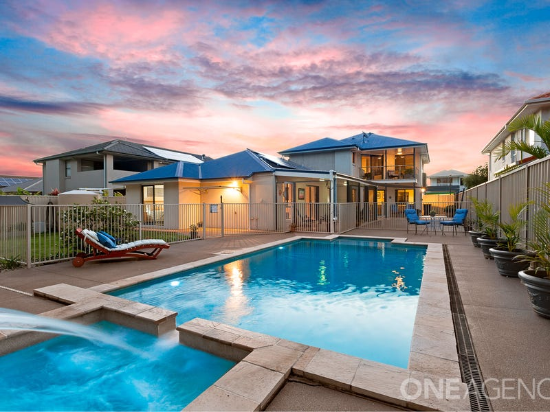 18 Freya Court, Newport, Qld 4020