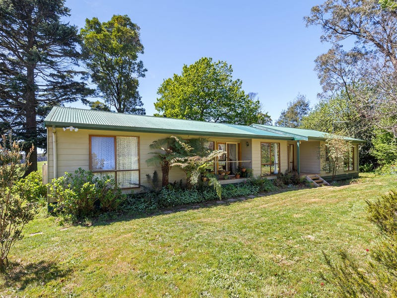 808 WHITTLESEA-KINGLAKE ROAD, Kinglake West, Vic 3757