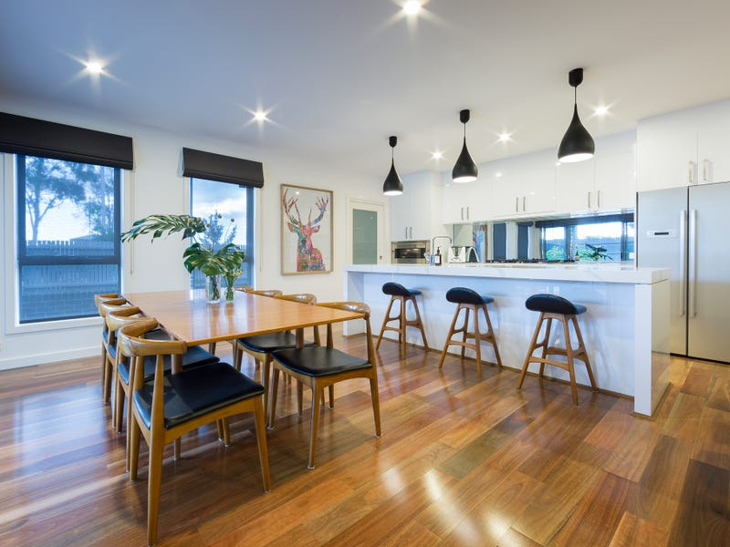 2 Willesee Rise, Coombs