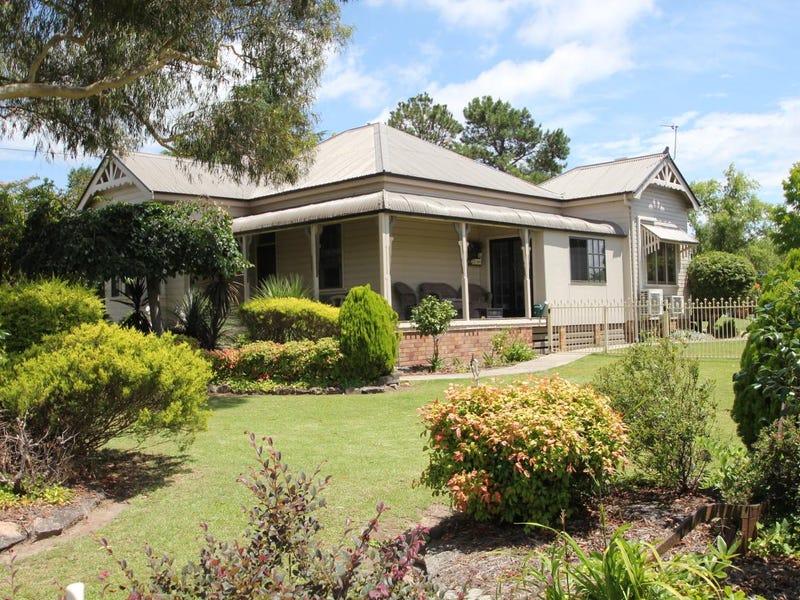 30 Manners Street, Tenterfield, NSW 2372