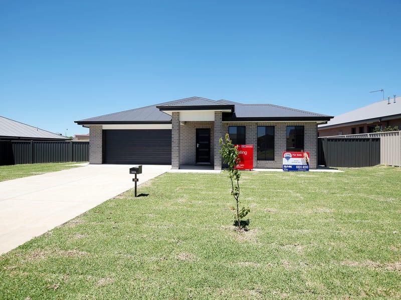 39 Loughan Rd, Junee, NSW 2663