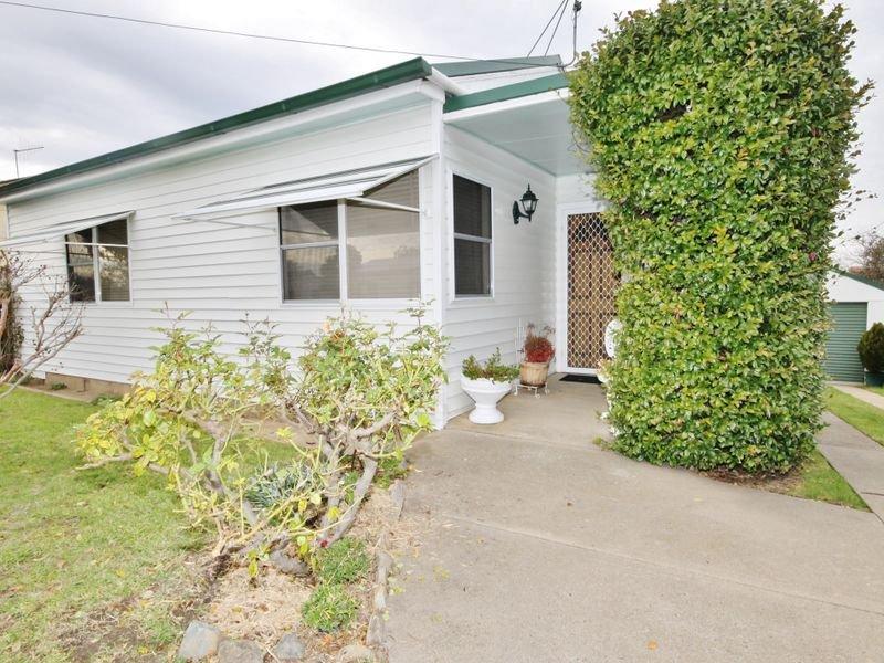 16 Moresby Way, West Bathurst, NSW 2795
