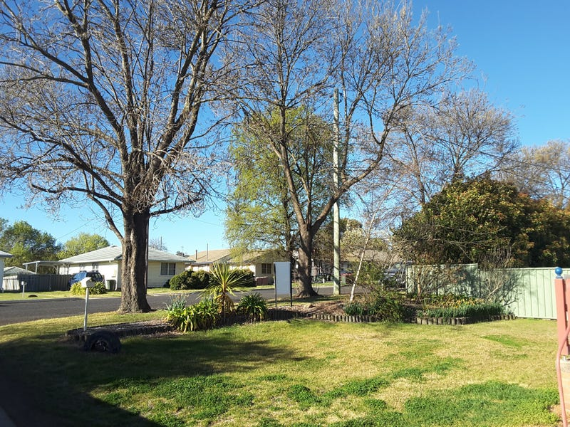 - Scott Street, Glen Innes, NSW 2370