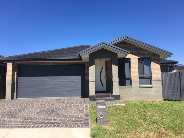 5 Brinsmead Avenue, Middleton Grange, NSW 2171