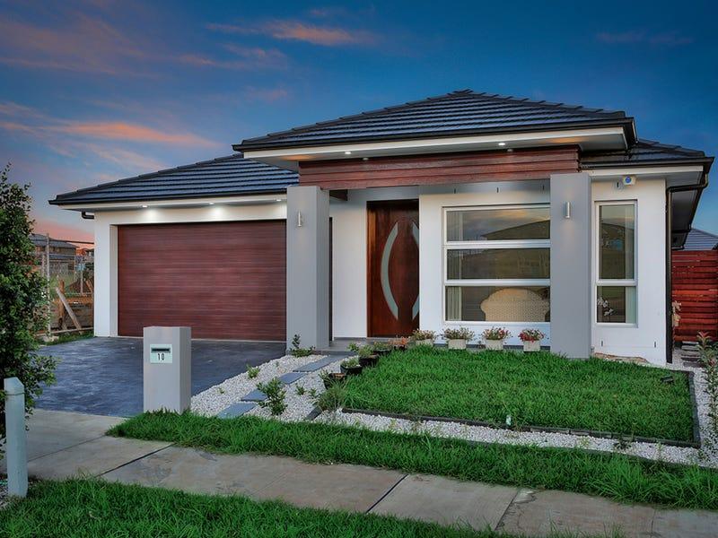 10 McKeown Street, Oran Park, NSW 2570
