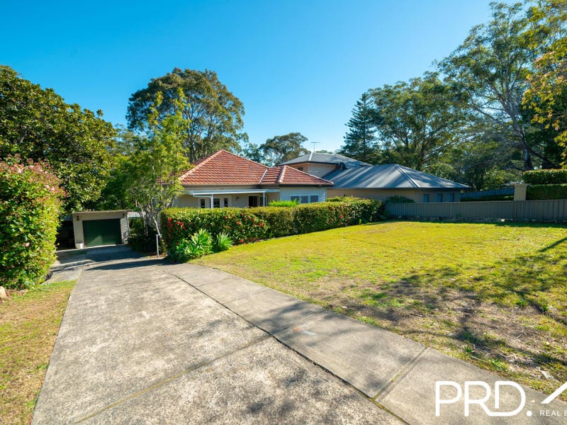 876 Henry Lawson Drive, Picnic Point, NSW 2213