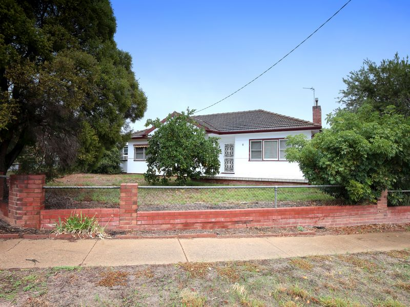 6 Charleville Road, Turvey Park, NSW 2650