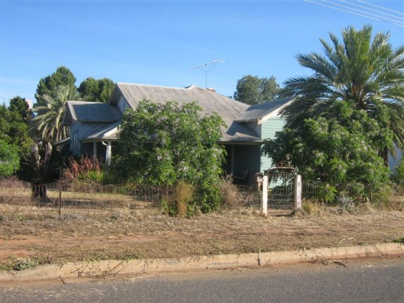 2 Charles Street, Hillston, NSW 2675
