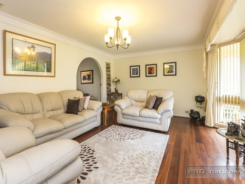 25 Parklea Avenue, Croudace Bay, NSW 2280