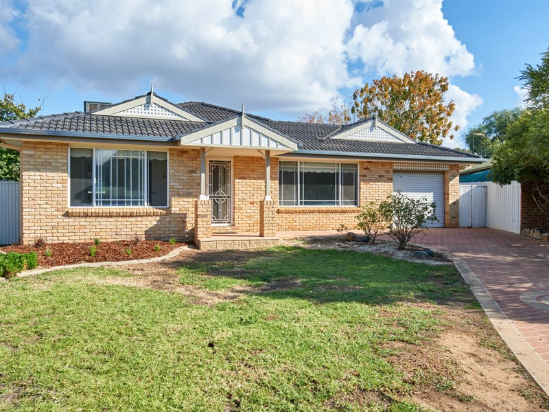 8 Corella Place, Estella, NSW 2650