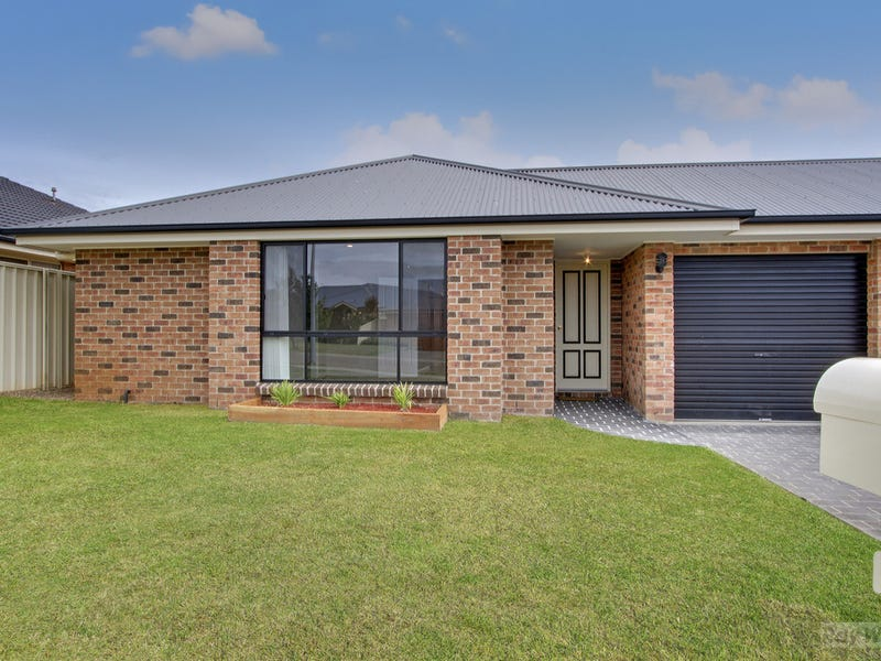 42 Crestwood Drive, Goulburn, NSW 2580
