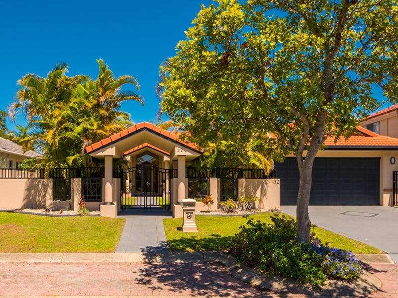 32 Clipper Boulevard, Clear Island Waters, Qld 4226