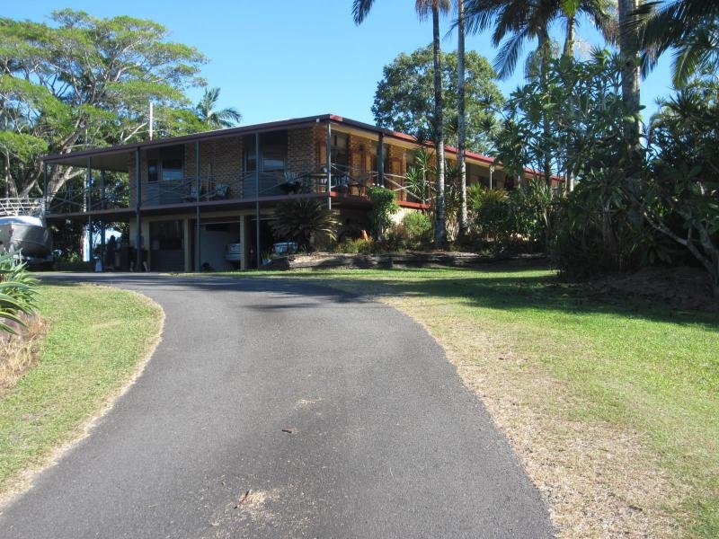 409 FLYING FISH POINT Road, Innisfail, Qld 4860