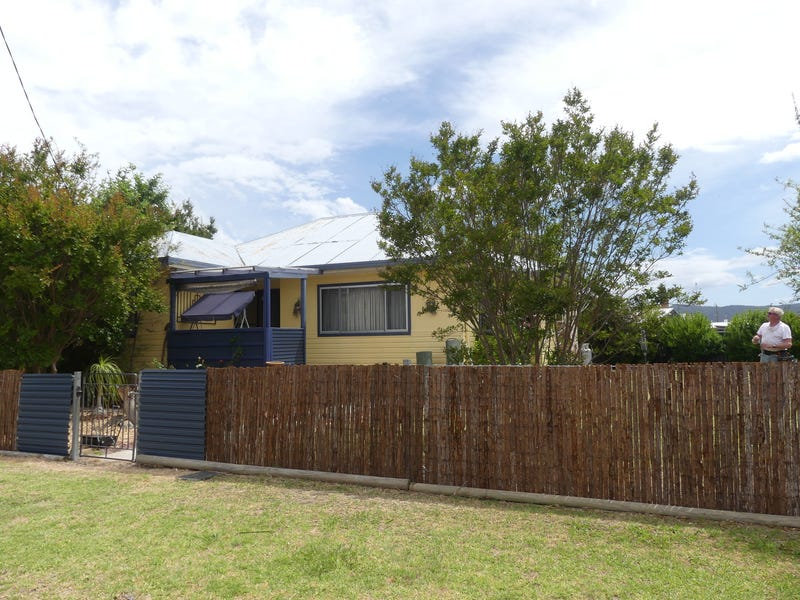 47 Tenterfield St, Wallangarra, Qld 4383