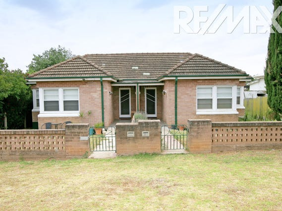 29 A & B Bolton St, Junee, NSW 2663