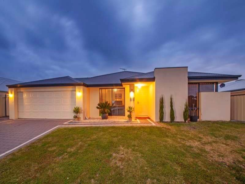 33 Leichhardt Crossing, Hammond Park, WA 6164