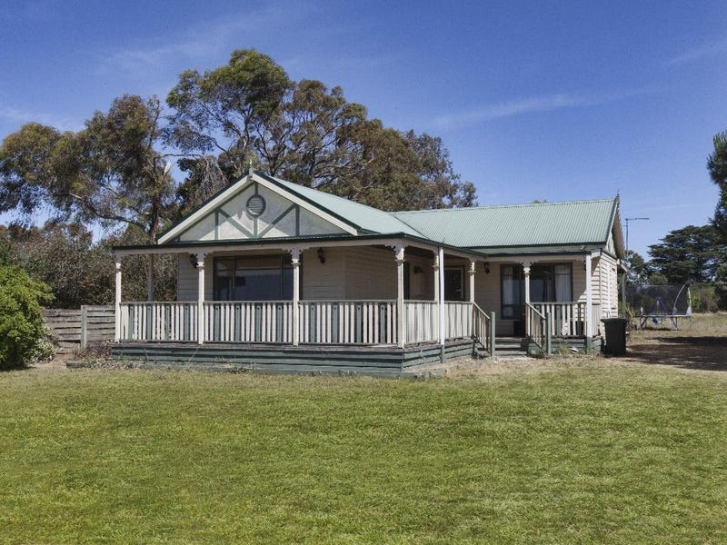 55 Frontage Road, Lake Bolac, Vic 3351