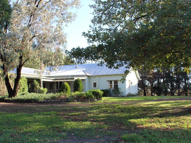 'GUMLEIGH' 200 Weering School Road, Weering, Vic 3251