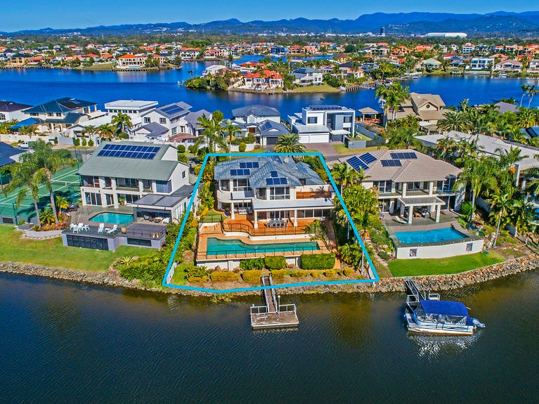 16 San Simeon Drive, Clear Island Waters, Qld 4226