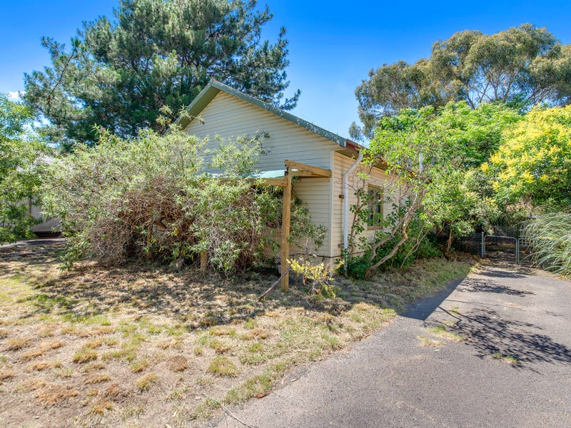 34 Wambool Street, Narrabundah, ACT 2604
