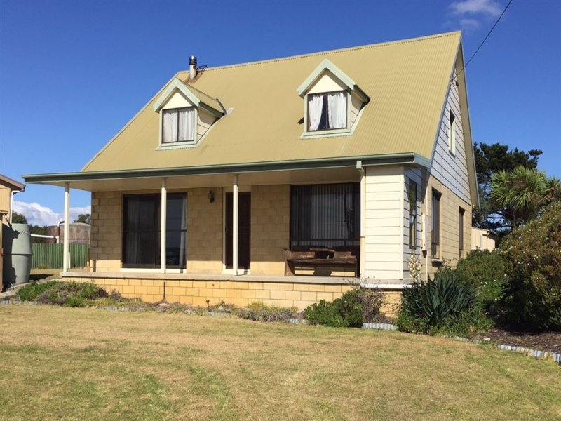 20 Carins Close, Tomahawk, Tas 7262