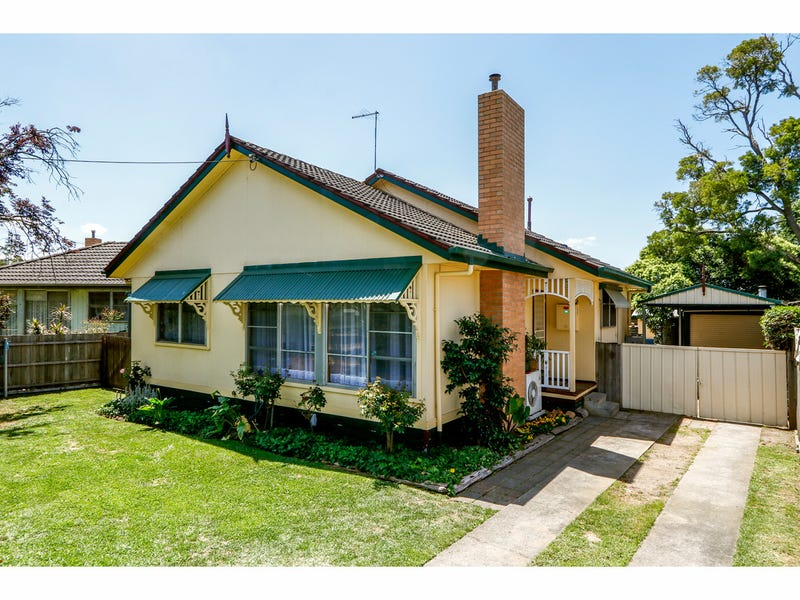 11 Pine Grove, Sale, Vic 3850