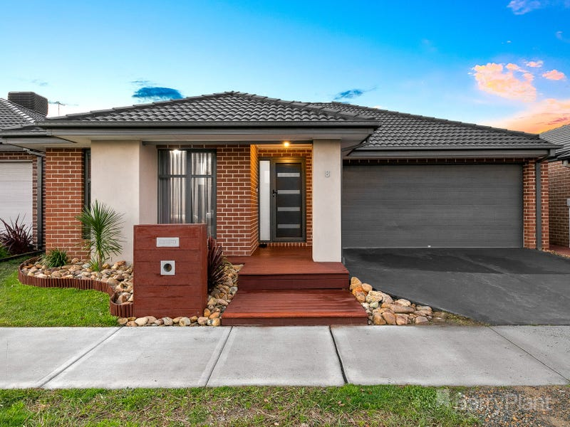 8 Chianina Lane, Clyde North, Vic 3978