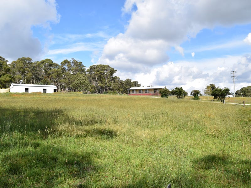 1011 Lagoon Road, Black Mountain, NSW 2365