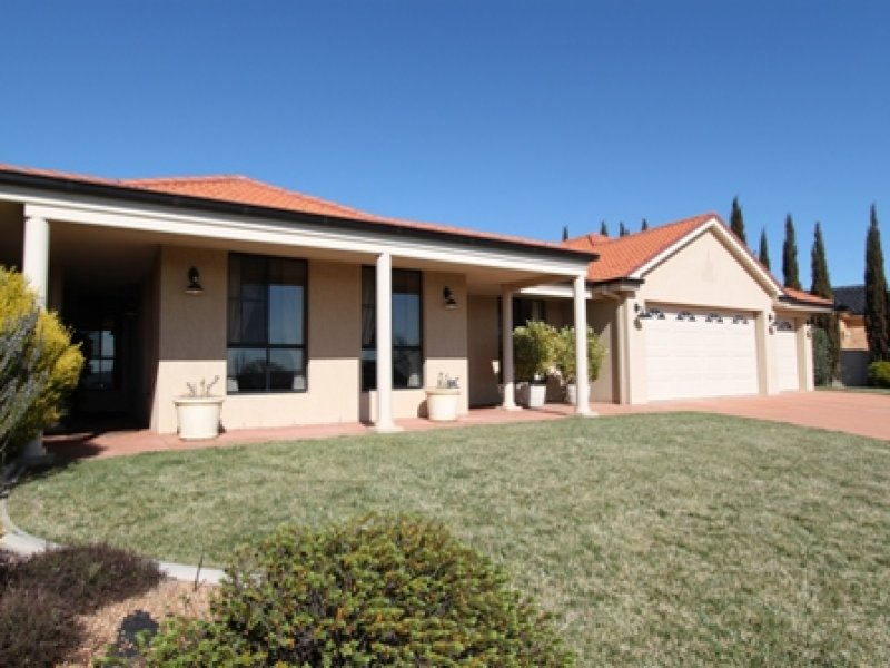 30 Carlyle Avenue, Bathurst, NSW 2795