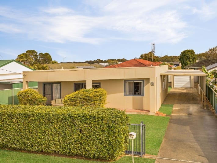 216 The Lakes Way, Tuncurry