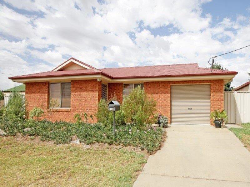 28 Ducker St, Junee, NSW 2663
