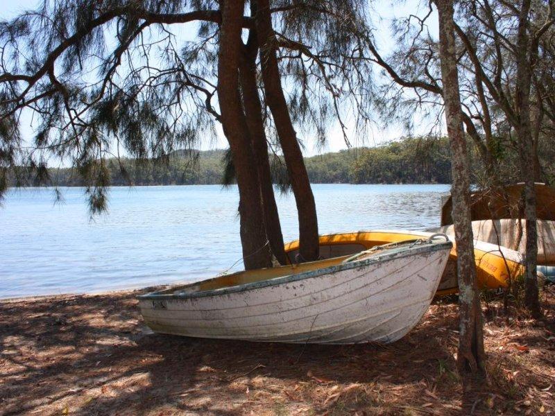 4 Berringer Cres, Berringer Lake, NSW 2539