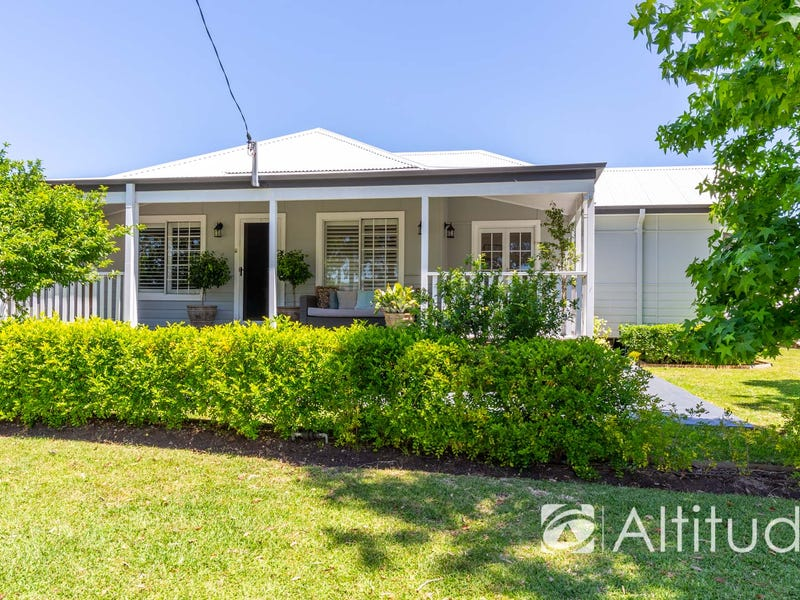 18 Seaman Avenue, Warners Bay, NSW 2282