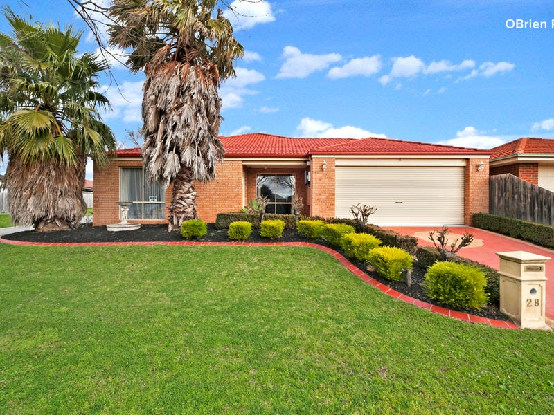28 Manchester Drive, Skye, Vic 3977